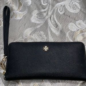 100 % Authentic Tory Burch wristlet wallet